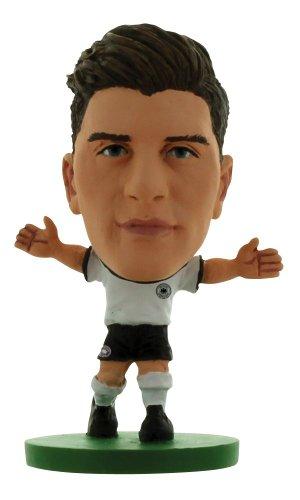 SoccerStarz SOC589 - Deutsch Nationalmannschaft Mario Gomez, Heimtrikot