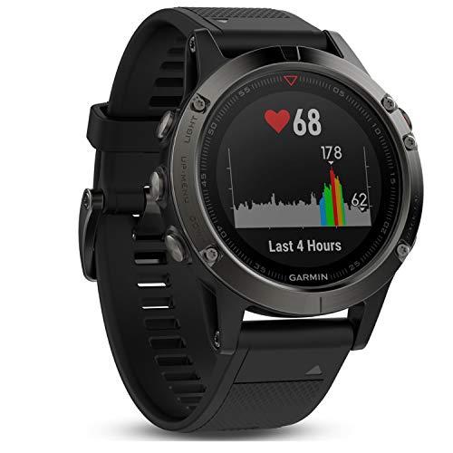 Preisvergleich Produktbild Garmin fnix 5 GPS-Multisport-Smartwatch,  Herren,  Herzfrequenzmessung am Handgelenk,  Sport- und Navigationsfunktionen,  grau / schwarz