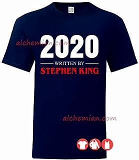 2020 written by Stephen King, maglia blu navy scritta rossa, t-shirt, felpa, canotta, horror covid lockdown pandemia L'Omb...
