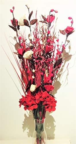 Composizione floreale di fiori realizzati a mano in materiali biologici ed erbe indiane essiccate Colori: rosso e crema. Altezza: circa 90 cm.