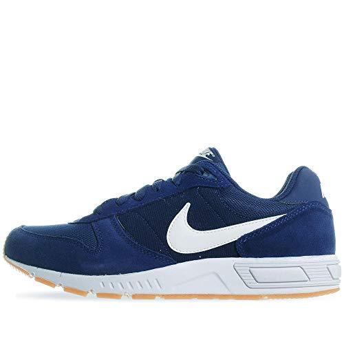 Nike Nightgazer, Scarpe da Atletica Leggera Uomo, Multicolore (Blue Void/White/Gum Light Brown 403), 48.5 EU