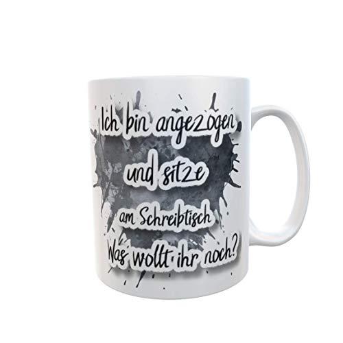 Sprüche Tasse schwarz Ich bin angezogen und sitze am Schreibtisch. Was wollt ihr noch? Kaffebecher Lustig Geschenk