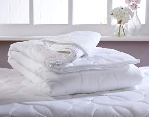 Diana Cowpe Cool Light Weight Summer Duvet 100gsm (Approx 2.5 Tog) Throw Blanket Bound Edges & Tile Stitching | Soft Peached Microfibre Cover | Perfect for Menopausal Night Sweats | MADE IN UK