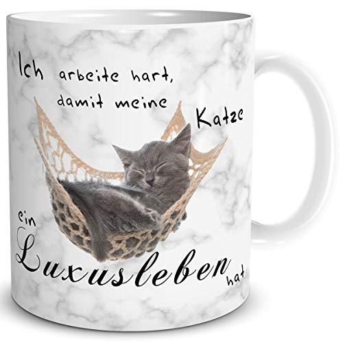 TRIOSK Tasse Katze Luxusleben lustig mit Spruch Ich arbeite hart Katzenmotiv Geschenk für Katzenliebhaber Frauen Freundin Büro Kollegin