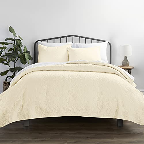 Linen Market Damask Patterned Quilted Coverlet Set, Queen, Yellow