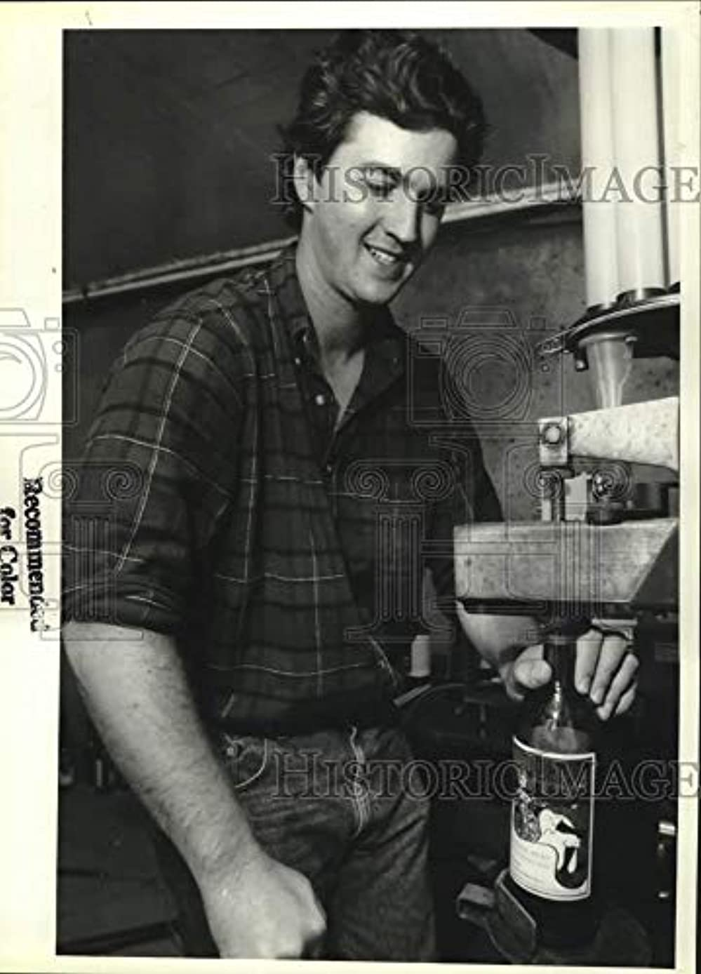 Vintage Photos 1992 Press Photo Kurt Johnston with winemaking Equipment in Galway, New York