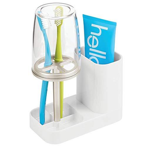 mDesign Zahnbürstenhalter mit Becher – hochwertiger Zahnputzbecher mit Deckel fürs Bad – Halterung für Zahnbürsten und Zahnpasta aus Kunststoff – weiß/mattsilberfarben/durchsichtig