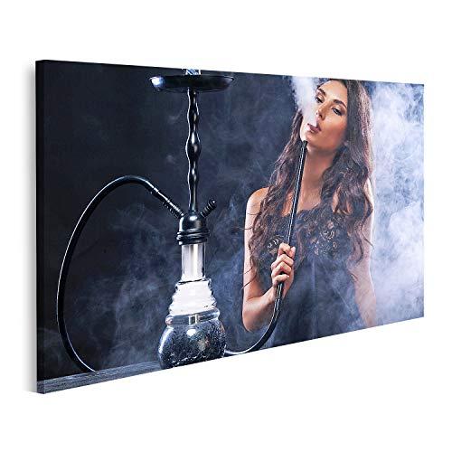 Bild Bilder auf Leinwand Junge, schöne Frau im Nachtclub oder in der Bar Rauchen Sie eine Hookah oder Shisha Die Freude am Rauchen Sexy Wandbild Poster Leinwandbild QBWU