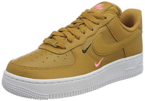 Nike Wmns Air Force 1 '07 ESS, Zapatillas de bsquetbol Mujer, Wheat Wheat Sunset Pulse Black White White, 43 EU
