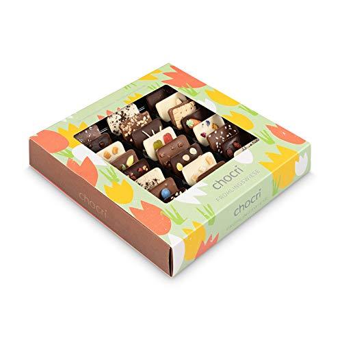chocri \'Frühlingswiese\' - 24 Mini-Schokoladen-Tafeln in einem Geschenkset, handbestreut mit Oster-Zutaten - perfektes Geschenk zum Osterfest - Fairtrade Kakao - nachhaltige Schokolade Geschenke - 165g