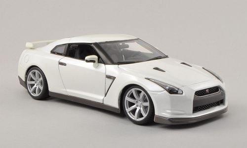 Nissan GT-R (R35), met.-weiss , 2009, Modellauto, Fertigmodell, Bburago 1:18