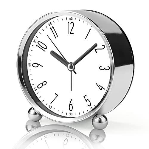 zootop Reloj despertador silencioso de 4 pulgadas para durmientes pesados, funciona con pilas, reloj analógico con diseño moderno plateado, reloj de mesa grande para sala de estar, estudio, oficina