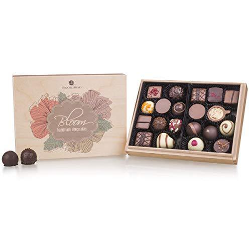 ChocoBloom Premiere Midi - 20 Edle Pralinen | Schokolade in edler Holz-Box | Geschenk | Frauen | Männer | Muttertag | Vatertag | Hochzeit | Mann | Frau | Geschenkidee | Weihnachten | Valentinstag