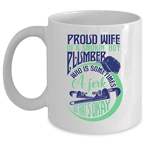 Impresionante taza de café de la esposa del fontanero, orgullosa esposa de una taza de fontanero caliente humeante (taza de café - BLANCO)
