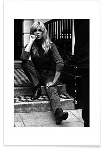"""JUNIQE® Brigitte Bardot Schwarz & Weiß Poster 20x30cm - Design """"Brigitte Bardot, 1966"""" entworfen von Vintage Photography Archive"""