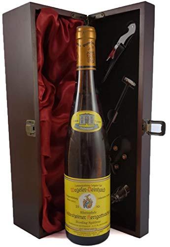 Deidesheimer Herrgottsacker Riesling Spatlese Rheinpalz 1985 Wegeler Deinhard in einer mit Seide ausgestatetten Geschenkbox, da zu 4 Weinaccessoires, 1 x 750ml