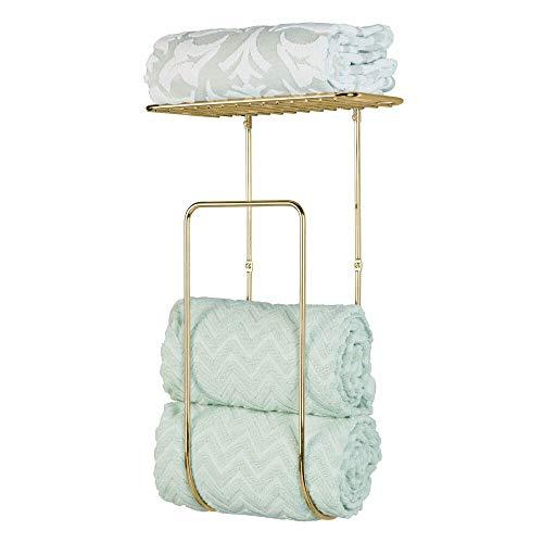 mDesign Handtuchhalter – praktische Handtuchstange aus Metall mit Ablage für weitere Handtücher und mehr – große Handtuch Aufbewahrung für das Badezimmer – messingfarben