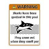 Segnale di pericolo,Cartello umoristico che avverte che gli squali sono stati avvistati in questa piscina,escono quando sentono l'odore della pipì,Segnale stradale Segnale commerciale 8x12 Inch