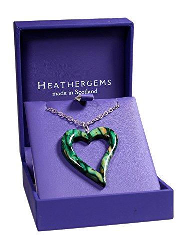 Impresionante collar con colgante de corazón abierto con cadena escocesa., verde