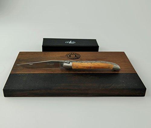 Forge de Laguiole Coffret cadeau   Couteau de poche de haute qualité avec lame de 12 cm   Bol de préhension Olive + planche à découper en bois de tonneau (chêne) 25 x 15 cm