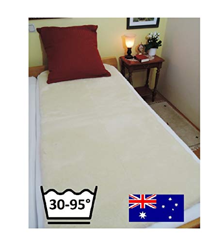Lanamed XXL 100 x 200 cm – Australische comfort matrasbeschermer van ultradichte scheerwol. Met 1900 g/m2 ongeveer 50% meer wol dan een lamsvacht. Hemels comfortabel, drukverlagend, ademend, wasbaar op 30 tot 95 °C. Vanwege de zeer goede drukontlasting en het uitstekende ademend vermogen wordt de Lanamed ook als comfortabele anti-decubitus beddespreiding en bij rugpijn, heuppijn, reuma, fibromyalgicide gebruikt. LANAMED XXL 100 x 200 cm