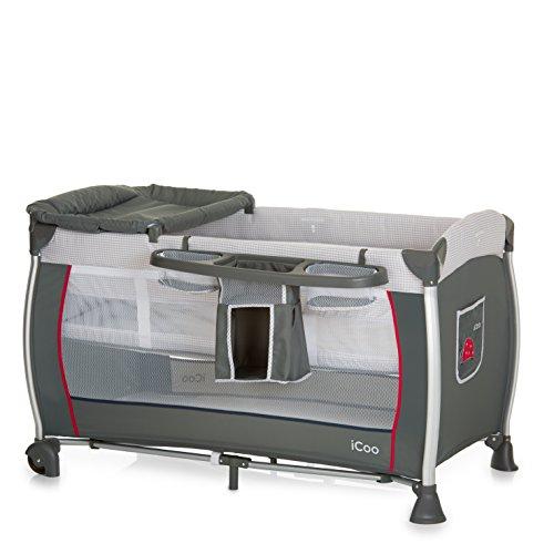 iCOO Starlight Reisebett ab Geburt bis 15 kg, mit Wickelauflage, Wickelstation, 2 Ebene, Rollen, Tasche, klein faltbar – Grau Rot