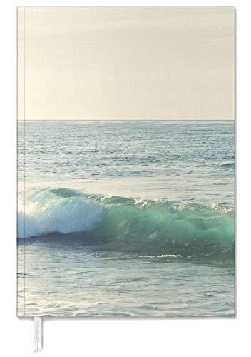 "JUNIQE 2021 Happiness-Tagebuch - Natur | Ozeane, Meere & Seen - Design ""Curl""..."