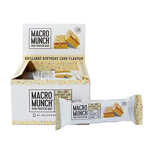 BULK POWDERS Macro Munch Proteinriegel, Geburtstagskuchen, 62 g, Box mit 12 Riegeln
