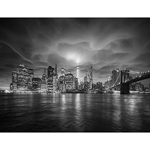 Runa Art - Fototapete XXL New York Nacht - Vlies Wand Tapete Wohnzimmer Schlafzimmer Büro Flur Moderne Wanddeko Schwarz Weiss 528 x 280 cm 9210015c