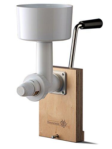 Getreide-Muehle mit Hand-Antrieb von Messerschmidt, weiß. Stahl-Kegel-Mahlwerk. Einfache Befestigung, stufenlos verstellbar, schnelle Reinigung