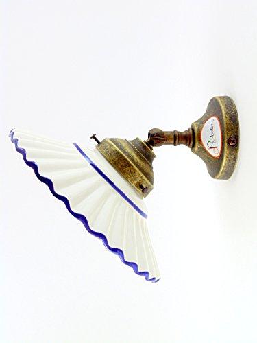 Applique ottone brunito,lampada illuminazione con piatto ceramica bordo blu an16.Misure:Sporgenza16,5cm,Ø piatto 19cm,Ø base 8cm.Le misure sono con piatto.Portalampada attacco Edison E14