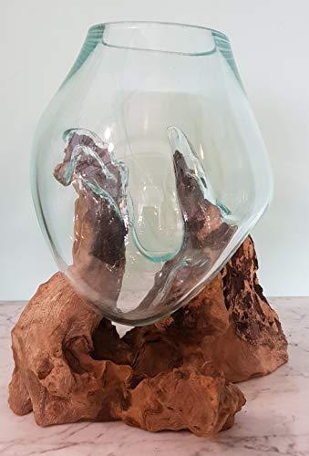 Glas/Vaas op stronk Medium, 6 Liter, Houten stronk met handgeblazen glazen vaas. Deze vaas past precies op de houten stronk waardoor ieder exemplaar uniek is. Glas is geblazen van gerecycled glas waardoor oneffenheden kunnen voorkomen.