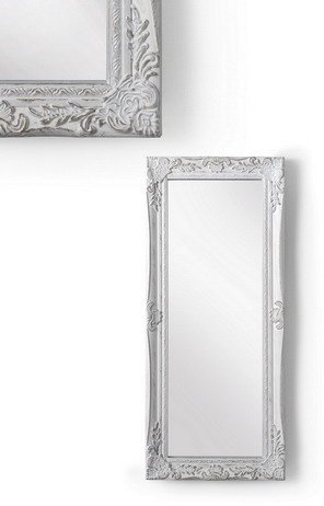 MONTEMAGGI Specchio da parete con cornice rettangolare in legno bianco anticato. In stile shabby. Dimensione: 28x3x65 cm