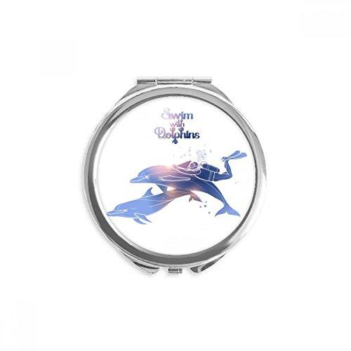 DIYthinker Schwimmen mit Delphinen Illustrieren Spiegel Runde bewegliche Handtasche Make-up 2.6 Zoll x 2.4 Zoll x 0.3 Zoll Mehrfarbig