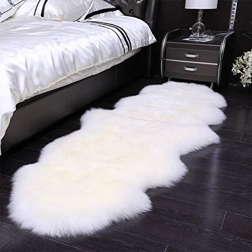 YIHAIC Faux Lammfell Schaffell Teppich, Kunstfell in Super weich Lammfellimitat Teppich Longhair Fell Optik Nachahmung Wolle Bettvorleger Sofa Matte (Weiß, 60 x 160cm)