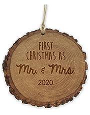 عيد الميلاد الأول باسم السيد والسيدة 2019 زينة الخشب الريفي، هدية للمتزوجين حديثًا، زينة الزفاف، 10.16 سم، محفورة بالليزر