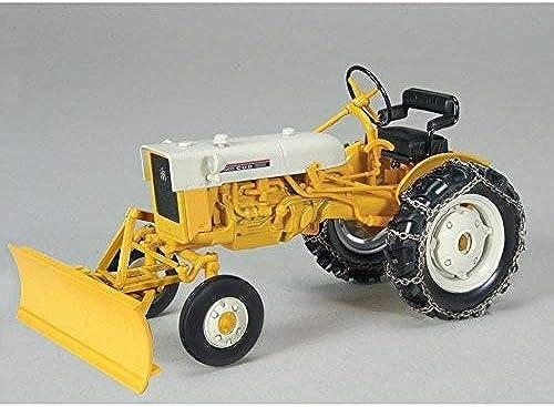 International Cub Mit Klinge und Ketten Druckguss Modell Traktor