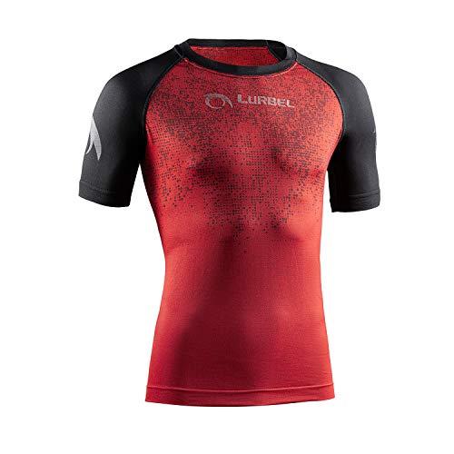 LURBEL Samba Pixel, Camiseta técnica, Camiseta de Correr, Camiseta Trail Running, Camiseta Transpirable y Anti-Olor. Camiseta para Hombre (Rojo - Negro, Mediana - M)