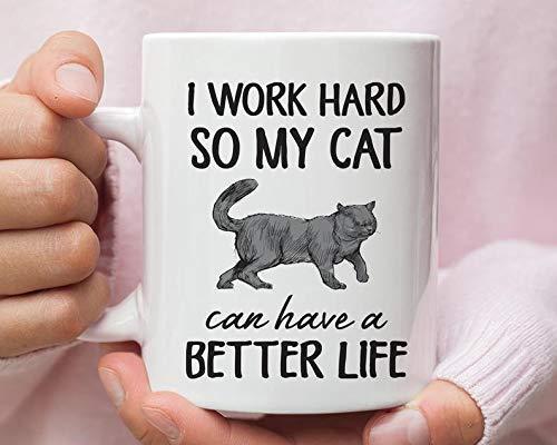 Taza de pelo corto británico con texto en inglés «I Work So Hard So My Cat Can Have a Better Life»