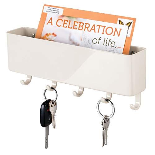 mDesign Colgador de llaves para cocina y pasillo – Llavero de pared compacto con 5 ganchos para colgar y bandeja para cartas – Colgador de llaves en plástico con estante para la pared – crema