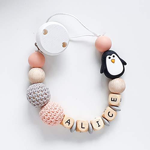 Schnullerkette mit Namen in Apricot und Taupe mit Silikon- und Häkelperlen und einer Pinguin-Perle für Mädchen