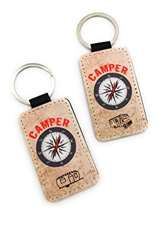 Schlüsselanhänger KunstLeder mit der Aufschrift Camper, Kompass-Rose und Wohnmobil oder Wohnwagen. Individuelles Geschenk für Camping-Liebhaber zum Geburtstag oder als Ostergeschenk.