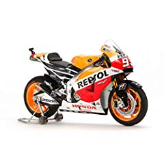 Authentically captures features specific to the '14 RC213V, such as the merged front air intake duct. Clear parts are included to recreate windshield (no cementing required) and tank grips. Synthetic rubber parts recreate racing slick tires. Use of m...