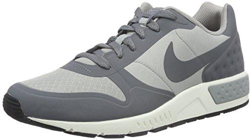 Nike Nightgazer LW, Scarpe Running Uomo, Grigio (Gris/(Matte Silver/Cool Grey/Sail) 000), 40 EU