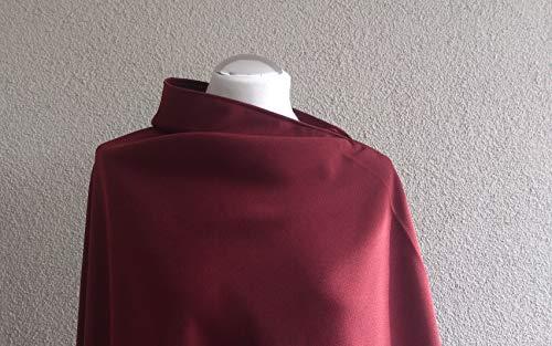 Schlichter und gleichzeitig eleganter Poncho aus hochwertiger weinroter Gabardine.