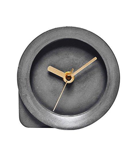 Ovisproducts Tischuhr Betonuhr Beton Design dunkelgrau goldfarben flüsterleises lautloses Uhrwerk (Inklusive aktueller Wohnzeitschrift)