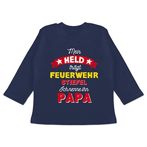 Vatertagsgeschenk Tochter & Sohn Baby - Mein Held trägt Feuerwehrstiefel - 3/6 Monate - Navy Blau - Vatertag Baby - BZ11 - Baby T-Shirt Langarm