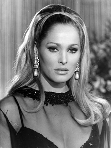 bucraft Ursula Andress Wearing Her Necklace 8x10 Picture Celebrity Print