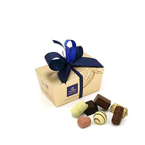 Leonidas Pralinen | 240g handverlesene belgische Pralinen Mischung mit individuell handgefertigter Schleife in goldenem Pralinen Ballotin, ideal als Geschenk oder zum Selbernaschen (Blau)