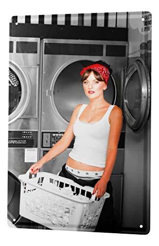 LEotiE SINCE 2004 Blechschild Dekoschild Nostalgie Jorgensen Fotografie Foto Bilder Model Wäschekorb Waschmaschine Waschsalon 20x30 cm